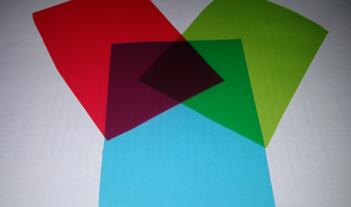 Průsvitné fólie a barevné papíry – subtraktivní mísení barev