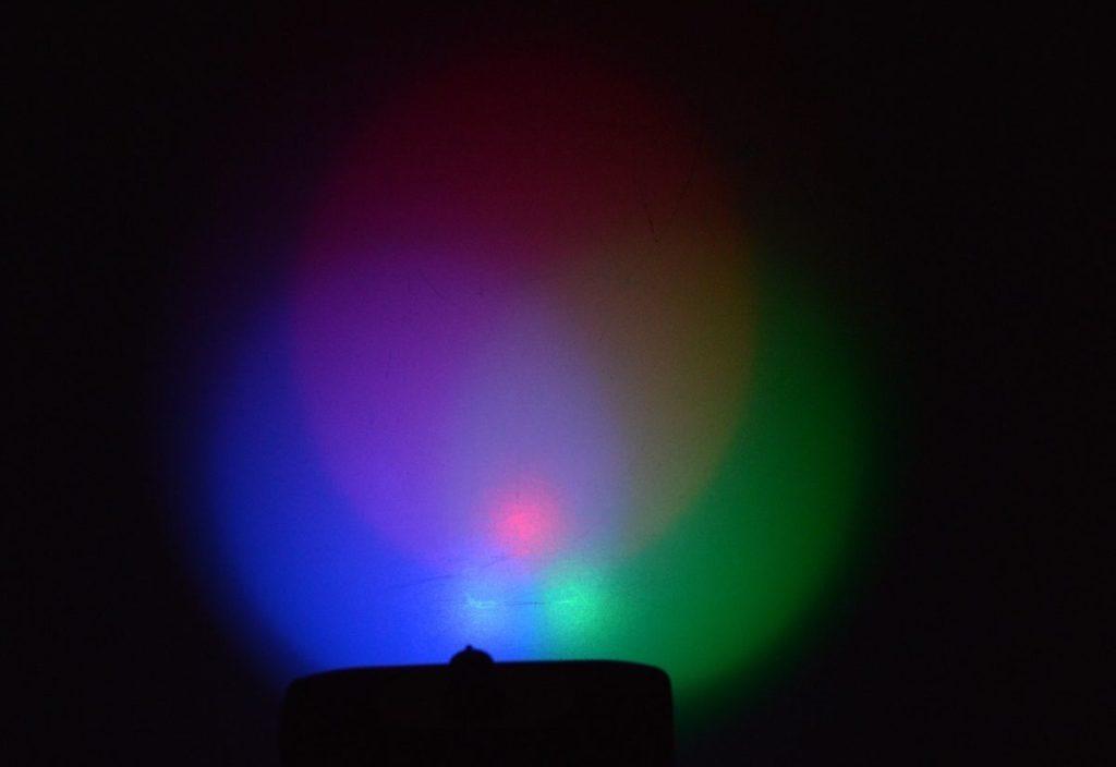 Míchání barev LED diodami
